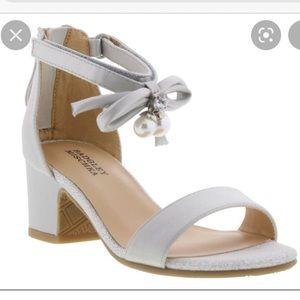 Badgley Mischka Pernia Pearl Bow Girls Shoes Sz 2